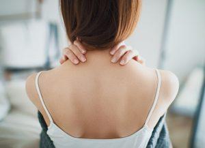 オフィスのデスクワークに効く首・肩こり対策グッズ 手軽で簡単に姿勢矯正?