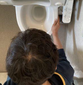 トイレで簡単に吐く方法